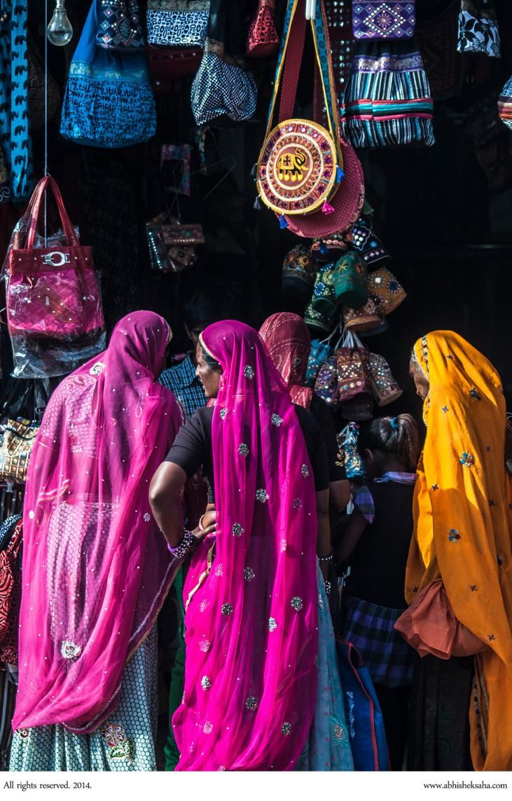 Women shop at the Pushkar Mela.